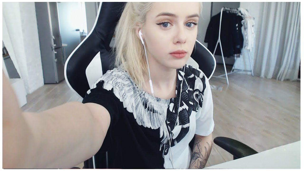 girl in twitch live