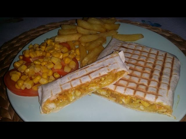 طاكوس بالدجاج sandwich tacos