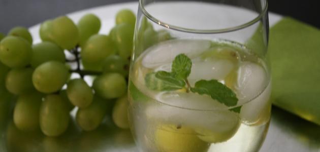 تحضير عصير عنب